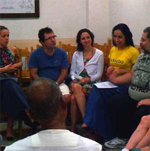 Reunião de grupo no Tarefeiros do Bem